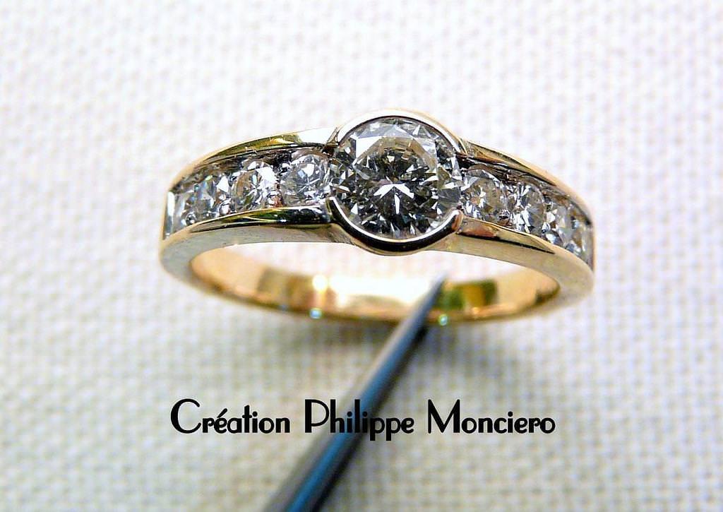 Bague classique or jaune et diamants