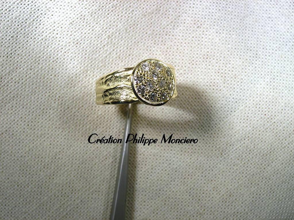 Bague or, martelée et pavée de diamants