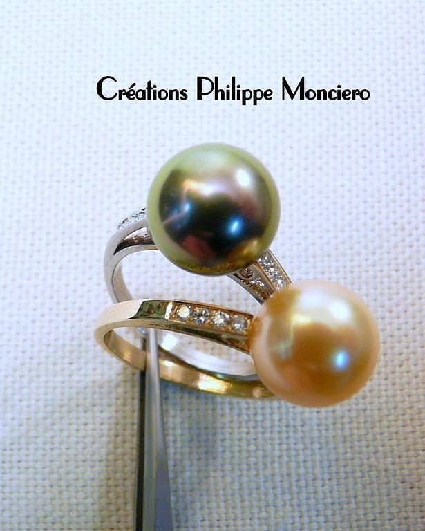 Bague perles noires, gold et diamants sur or