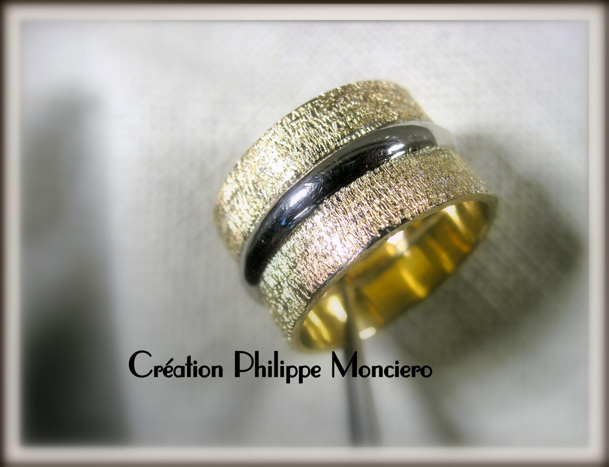 Alliance or blanc et or jaune ciselé. Monciero - Nîmes