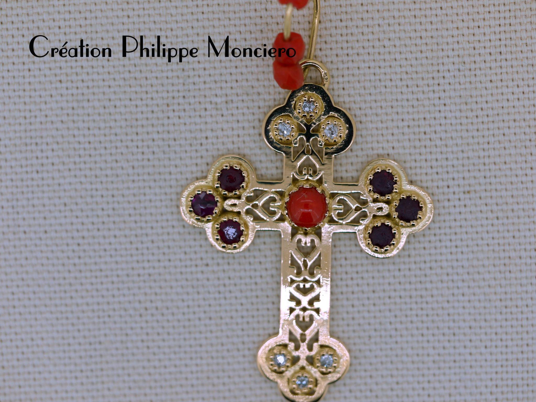 Croix Provençale, diamants, rubis et corail. Monciero - Nîmes