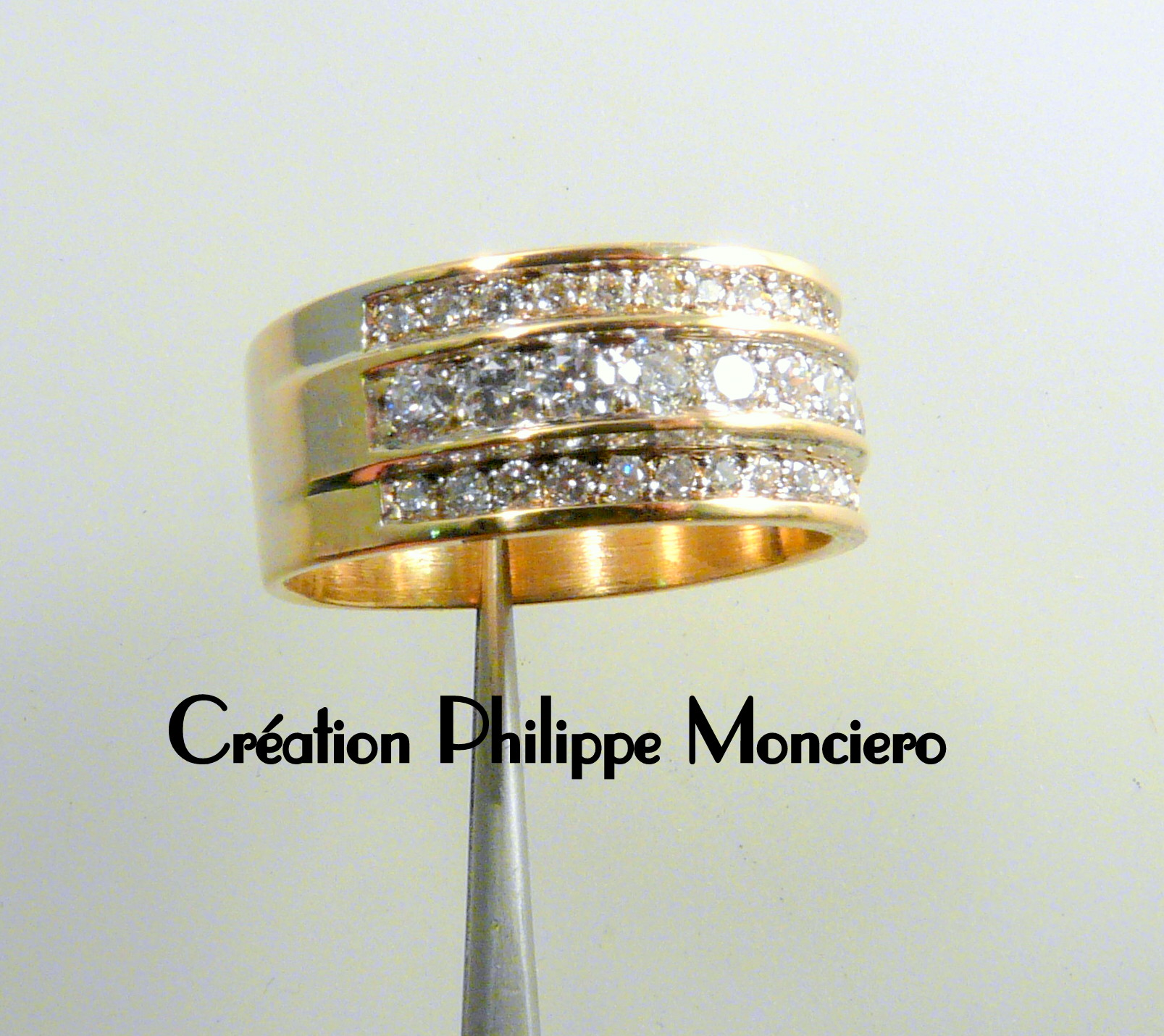 Bague trois rangs or jaune et diamants. Monciero - Nîmes
