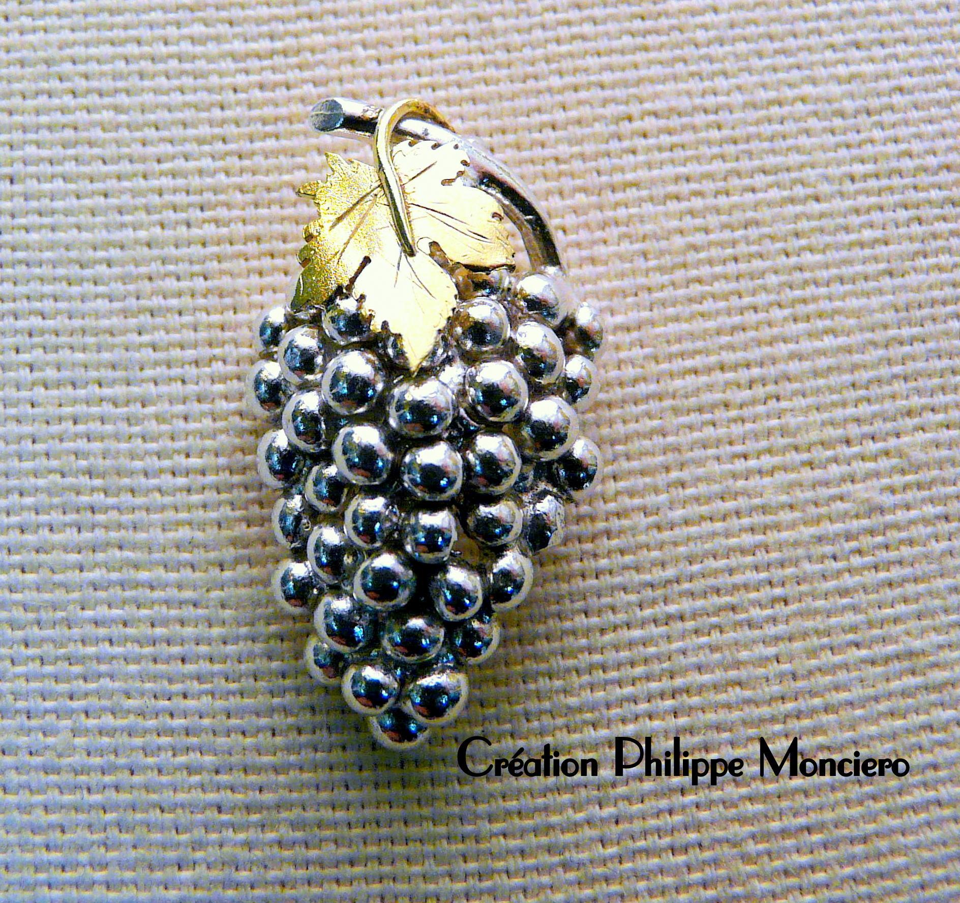 Grappe de raisin en argent et or jaune. Monciero - Nîmes