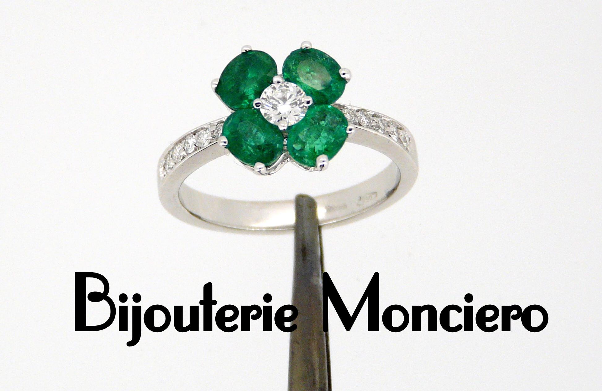 Bague émeraudes et diamants. Monciero - Nîmes