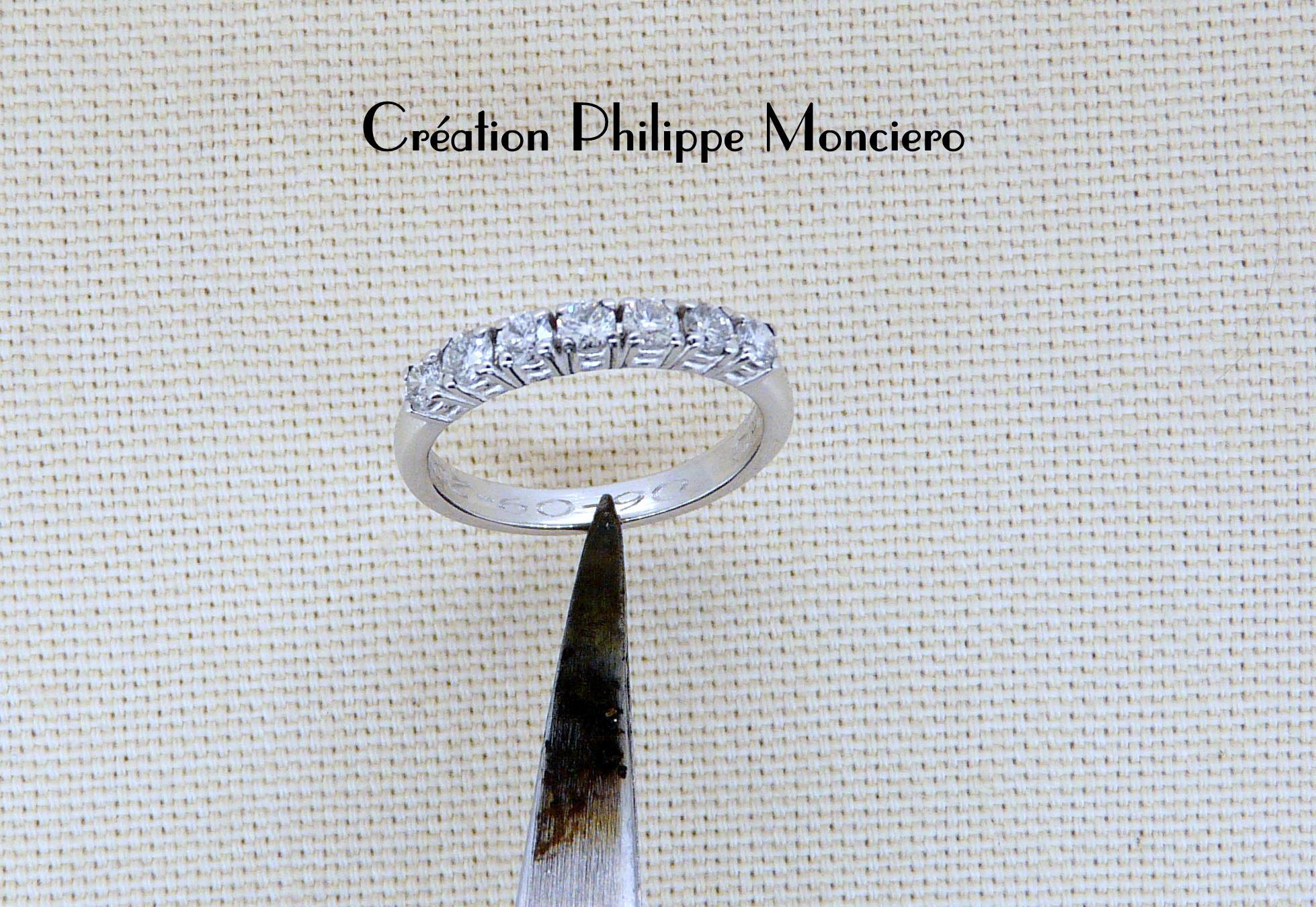 Alliance diamants sur griffes en or blanc. Monciero - Nîmes