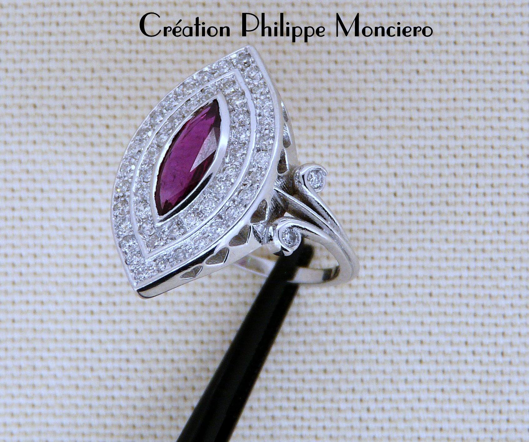 Bague marquise rubis et diamants sur or blanc. Monciero - Nîmes